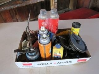 TRAY lOT IJ 3 OIl CANS ETC