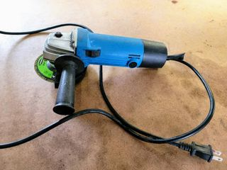 Hand Grinder   tested and works