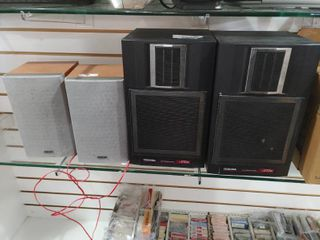 lot of 2 Speakers Sets   Toshiba  Sony   SS V12W  SS CNEZ3   Various Sizes     lOCAl PICKUP ONlY