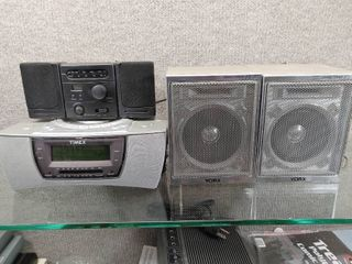 lot of 3 Alarm Clock Radios and Speakers   Mo   s   Timex T608T  Yorx S 7  lifelong 8157   Various Sizes