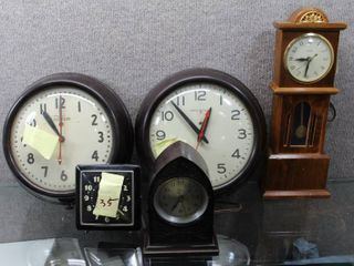 lot of 5 Vintage Clocks   General Electric  lincoln  Westclox etc   All Either Not Working or Not Keeping Time  For Parts    Various Sizes