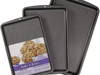 Wilson 3 piece cookie sheet   muffin pan