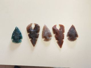 5 Assorted Arrowheads