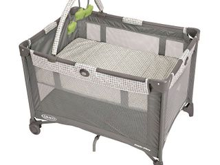 Graco Pack  n Play On the Go Playard with Bassinet  Pasadena Retail   89 99
