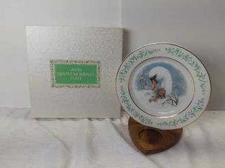 Avon 1975 Gentle Moments Plate   Mother Swan with Her Baby   By Enoch Wedgewood