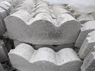 White Curved Scalloped Edge Pavers  275