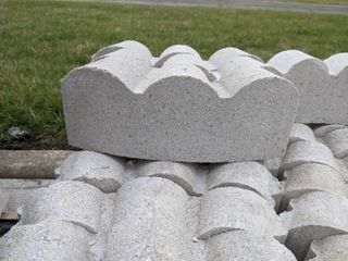 White Curved Scalloped Edge Pavers  145
