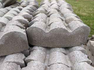 Gray Curved Scalloped Edge Pavers  280