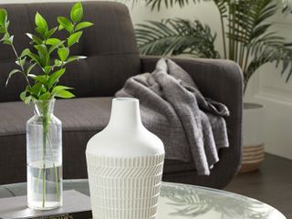 White Metal Country Cottage Vase 13 x 8   Retail   44 99