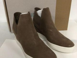 MAURICES WOMENS SNEAKER WEDGE SIZE 8 5