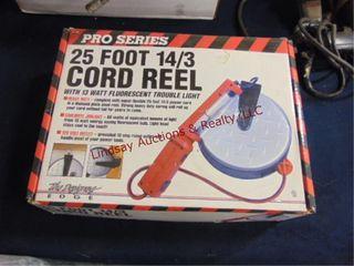 NIB 25ft 14 3 cord reel work light
