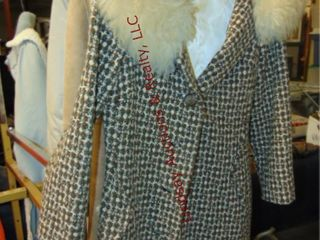 5 women s coats  approx size large