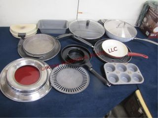 Group of Approx 14pcs misc cooking items