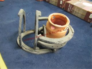 Metal horseshoe holder   clay pot