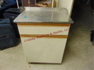 Storage cabinet on whls 25 x17 x33