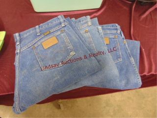 3 pairs of men s wrangler jeans size 35x36
