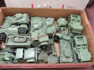 Box of plastic army men   box of army vehicles