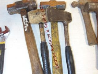 2 hammers  1 mallot  1 axe