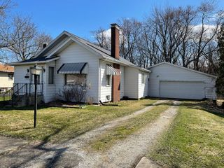 Fixer-Upper Ranch Home With Garage Also Selling: Furniture � Collectibles - Household