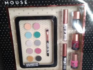 Minnie Mouse Eye  lips and nail gift set Content 3 Nail polish to lip gloss 10 well ice Shimmer what applicator brush