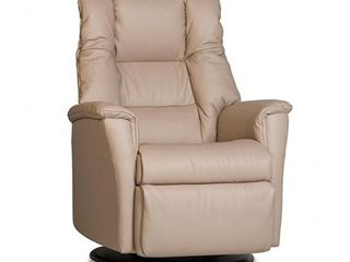 Retails   2310 IMG Verona leather Relaxer Recliner