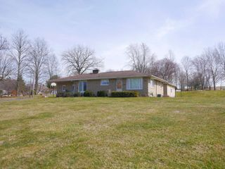 Absolute Ranch Home near Winesburg on 0.97 Acre