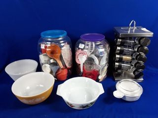 Pryex Bowls  Spice Spinner  2 Containers Of
