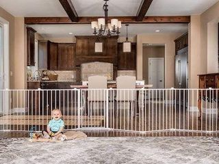 REGAlO SUPER WIDE GATE AND PlAY YARD 192