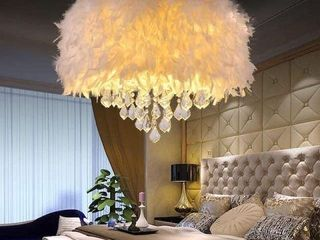 SURPARS 4 lIGHT HOUSE WHITE FEATHER CHANDElIER