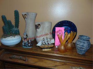 Approx 9 pcs decor  pots  plastic cactus