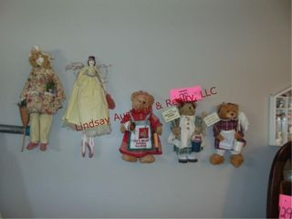 5pcs on wall  3 bears   2 dolls