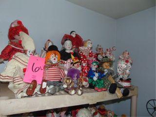 Approx 15 clowns  some musical   1 marianetta