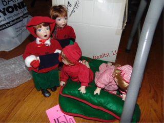 Group of Christmas carolers   kids