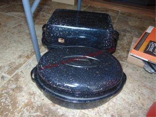 2 big roasters w  lids
