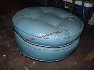 Round foot stool on whls 23  round