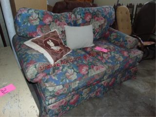 Floral cloth loveseat w 2 pillows Approx 64  x 40