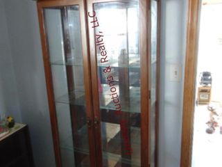 lighted display cabinet w 4 glass shelves 34x13x78