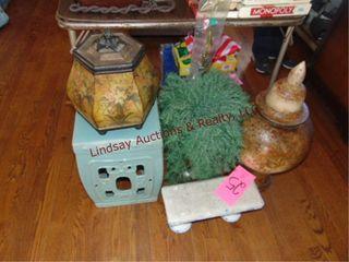5 pcs of floor decor  plant stand  urn w  lid