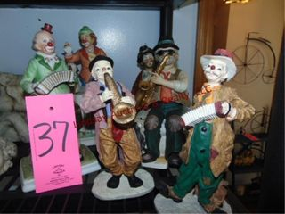 Group of clown figurines SEE PICS