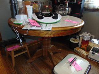 Round tile top kitchen table 41 5  x 30