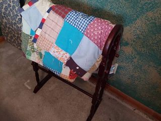 Twin Size Tied Quilt and Quilt Rack