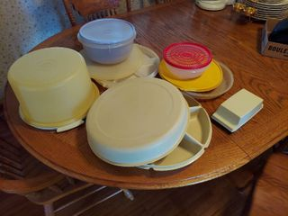 Assorted Tupperware