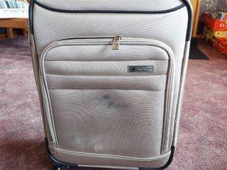 london Fog Suitcase on Wheels