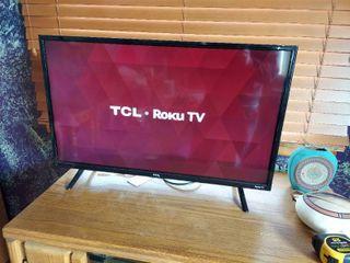 TCl Roku TV  32in   No Remote
