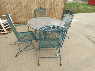 5 Piece Patio Set with 4 Chairs that Rock