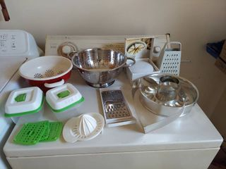 Assorted Kitchenware   Colanders and Graters