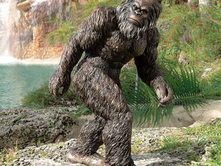 Design Toscano DB383049 Bigfoot  the Garden Yeti Statue