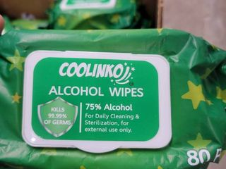 lot of 25 Coolinko alcohol wipes