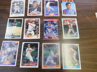 12 Baseball Cards including Hank Aaron