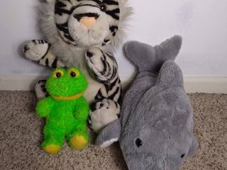 lot of 3 Stuffed Animals   Dolphin  White Tiger and Green Frog